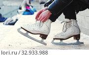 Купить «A woman untie her figure skates», видеоролик № 32933988, снято 29 марта 2020 г. (c) Константин Шишкин / Фотобанк Лори