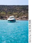 Купить «Speedboat waving in blue lagoon of Mediterranean sea. Cyprus island», фото № 32934588, снято 22 сентября 2013 г. (c) Кекяляйнен Андрей / Фотобанк Лори