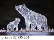 Москва новогодняя. Белые медведи на Пушкинской набережной в парке Горького. Редакционное фото, фотограф Dmitry29 / Фотобанк Лори