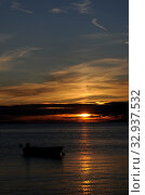 Купить «Sonnenuntergang, boot, sonne, abend, meer, natur, see, abends, abendsonne, sonnenstrahl, sonnenstrahlen, romantisch, wolke, ozean, wolken», фото № 32937532, снято 2 июня 2020 г. (c) easy Fotostock / Фотобанк Лори