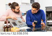 Two men repairing a desktop computer and drink beer. Стоковое фото, фотограф Яков Филимонов / Фотобанк Лори
