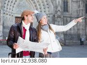 Купить «Smiling couple man and woman with map», фото № 32938080, снято 18 ноября 2017 г. (c) Яков Филимонов / Фотобанк Лори