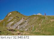 Schweiz, wandern, wanderweg, höch gumme, männdli, berg, berge, gebirge, emmentaler alpen, bergweg, pfad, weg, steig, gipfel, berg, brünigpass, giswil, wanderer, bergwanderer, bergsteiger, bergsteigen, Стоковое фото, фотограф Zoonar.com/Volker Rauch / easy Fotostock / Фотобанк Лори