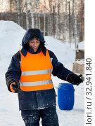 Portrait of installer in orange reflective vest. Стоковое фото, фотограф Андрей Кузнецов / Фотобанк Лори