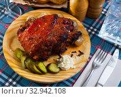 Купить «Roast pork knuckle with vegetables», фото № 32942108, снято 9 апреля 2020 г. (c) Яков Филимонов / Фотобанк Лори