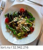 Купить «Tasty chicken salad with arugula and tomatoes at plate», фото № 32942216, снято 11 июля 2020 г. (c) Яков Филимонов / Фотобанк Лори