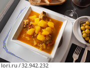 Купить «Galician potatoes with pork ribs, chorizo», фото № 32942232, снято 26 января 2020 г. (c) Яков Филимонов / Фотобанк Лори