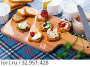 Settee-bed with brie cheese, paste. Стоковое фото, фотограф Яков Филимонов / Фотобанк Лори