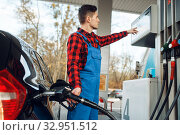 Купить «Male worker in uniform fuels car on gas station», фото № 32951512, снято 29 октября 2019 г. (c) Tryapitsyn Sergiy / Фотобанк Лори