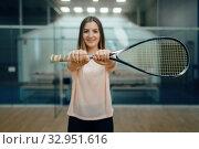 Female player shows squash racket on court. Стоковое фото, фотограф Tryapitsyn Sergiy / Фотобанк Лори