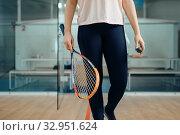 Купить «Female person shows squash racket and ball», фото № 32951624, снято 12 ноября 2019 г. (c) Tryapitsyn Sergiy / Фотобанк Лори