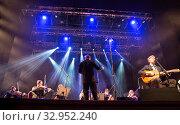 Купить «Другой оркестр и Дэвид Артур Браун (David Arthur Brown) - автор песен и лидер группы Brazzaville», фото № 32952240, снято 19 января 2020 г. (c) Евгений Ткачёв / Фотобанк Лори