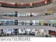 Купить «Doha, Qatar - Nov 18. 2019. Doha City Center - Shopping Center. Interior», фото № 32952612, снято 18 ноября 2019 г. (c) Володина Ольга / Фотобанк Лори