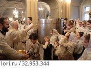 Купить «Праздник Крещение в Новодевичьем монастыре Москвы», фото № 32953344, снято 19 января 2020 г. (c) Дмитрий Неумоин / Фотобанк Лори