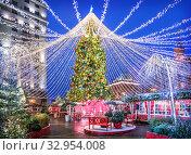 Ель на Манежной Площади Big Christmas tree on Manezhnaya Square. Редакционное фото, фотограф Baturina Yuliya / Фотобанк Лори