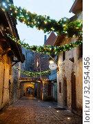 Купить «Tallinn, Estonia - DEC 14, 2019: St. Catherine's Passage in old town», фото № 32954456, снято 14 декабря 2019 г. (c) Юлия Кузнецова / Фотобанк Лори