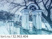 Купить «Россия. Екатеринбург. Харитоновский сад зимой. Знаковое известное место в городе», фото № 32963404, снято 14 апреля 2020 г. (c) Сергеев Валерий / Фотобанк Лори