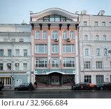 Купить «Москва, улица Сретенка дом 10», эксклюзивное фото № 32966684, снято 13 января 2019 г. (c) Дмитрий Неумоин / Фотобанк Лори