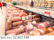 Russia Samara November 2019: Selection of sausages in a store in the gastronomic department of semi-finished products. Text in Russian: Finnish, Vienna, Cinderella, metalworker, discount, Редакционное фото, фотограф Акиньшин Владимир / Фотобанк Лори