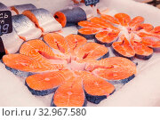 Купить «Chilled red fish steaks laid out on a store counter.», фото № 32967580, снято 25 декабря 2019 г. (c) Акиньшин Владимир / Фотобанк Лори