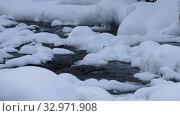 Купить «Stones with snow caps in the water of frozen river Pescherka in winter», видеоролик № 32971908, снято 17 января 2020 г. (c) Serg Zastavkin / Фотобанк Лори