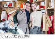 Купить «Couple is satisfied shopping», фото № 32983908, снято 12 марта 2018 г. (c) Яков Филимонов / Фотобанк Лори