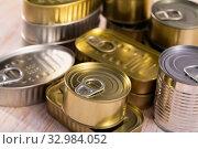 Купить «Unlabeled tin cans on table», фото № 32984052, снято 6 июля 2020 г. (c) Яков Филимонов / Фотобанк Лори