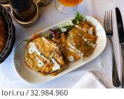 Купить «Battered eggplant slices with yogurt sauce», фото № 32984960, снято 26 февраля 2020 г. (c) Яков Филимонов / Фотобанк Лори