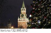 Купить «Christmas (New Year holidays) decoration in Moscow (at night), Russia-- The Spasskaya Tower. Journey to Christmas, Moscow seasons. View from Zaryadye Park.», видеоролик № 32995612, снято 28 января 2020 г. (c) Владимир Журавлев / Фотобанк Лори