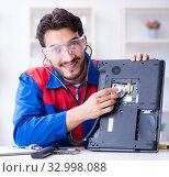 Купить «Repairman working in technical support fixing computer laptop tr», фото № 32998088, снято 27 июля 2017 г. (c) Elnur / Фотобанк Лори