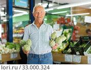 Elderly man looking for fresh vegetables. Стоковое фото, фотограф Яков Филимонов / Фотобанк Лори