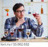 Купить «Professional sommelier tasting red wine», фото № 33002032, снято 31 марта 2017 г. (c) Elnur / Фотобанк Лори