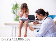 Купить «Young doctor pediatrician with small girl», фото № 33006556, снято 19 августа 2019 г. (c) Elnur / Фотобанк Лори