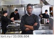 Купить «African-American chef in kitchen of restaurant», фото № 33006604, снято 24 сентября 2018 г. (c) Яков Филимонов / Фотобанк Лори