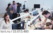 Купить «Portrait of successful professional international business team in modern office», видеоролик № 33013480, снято 8 апреля 2020 г. (c) Яков Филимонов / Фотобанк Лори