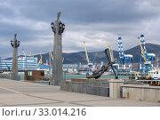 Морской порт города Новороссийска (2019 год). Редакционное фото, фотограф Андрей Мигелев / Фотобанк Лори