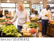 Woman choosing vegetables in food store. Стоковое фото, фотограф Яков Филимонов / Фотобанк Лори