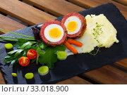 Купить «Scotch egg srved with mashed potatoes and greens, Scottish traditional dish», фото № 33018900, снято 6 июня 2020 г. (c) Яков Филимонов / Фотобанк Лори