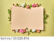 Paper congratulation card with flowers frame. Стоковое фото, фотограф Ярослав Данильченко / Фотобанк Лори