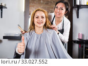Blonde woman very much likes her fashionable hairdress in hairdressing salon. Стоковое фото, фотограф Яков Филимонов / Фотобанк Лори