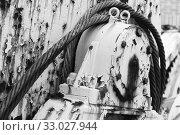 Купить «Rusted winch reel with steel rope, close up», фото № 33027944, снято 18 марта 2018 г. (c) EugeneSergeev / Фотобанк Лори