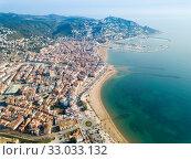 Купить «View from drone of Roses with yachts, Catalonia, Spain», фото № 33033132, снято 10 февраля 2019 г. (c) Яков Филимонов / Фотобанк Лори