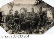 Солдаты разбирают дом. Германия, 1933. Стоковое фото, фотограф Retro / Фотобанк Лори