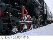 Купить «Driving wheels of an old steam locomotive standing on rails in winter», фото № 33034016, снято 1 февраля 2020 г. (c) Евгений Харитонов / Фотобанк Лори