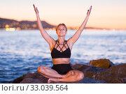 Купить «Woman 25-35 years old is meditating», фото № 33039564, снято 3 июля 2017 г. (c) Яков Филимонов / Фотобанк Лори