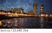 Купить «Famous Barceloneta beach on Mediterranean in Barcelona in evening dusk», видеоролик № 33045764, снято 13 июня 2019 г. (c) Яков Филимонов / Фотобанк Лори