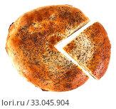Купить «Узбекская лепёшка с вырезанным кусочком на белом фоне», фото № 33045904, снято 30 ноября 2019 г. (c) Литвяк Игорь / Фотобанк Лори