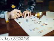 Купить «Maniac kidnapper hands cuts out letters», фото № 33052180, снято 13 ноября 2019 г. (c) Tryapitsyn Sergiy / Фотобанк Лори