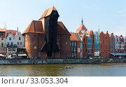 Image of embankment in historical part of Gdansk at sunny day, Poland (2018 год). Редакционное фото, фотограф Яков Филимонов / Фотобанк Лори