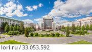 Купить «Panorama of Freedom Square in summer in Kazan», фото № 33053592, снято 24 мая 2019 г. (c) Дмитрий Тищенко / Фотобанк Лори